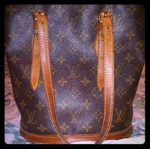Authentic Louis Vuitton Petit Bucket Bag